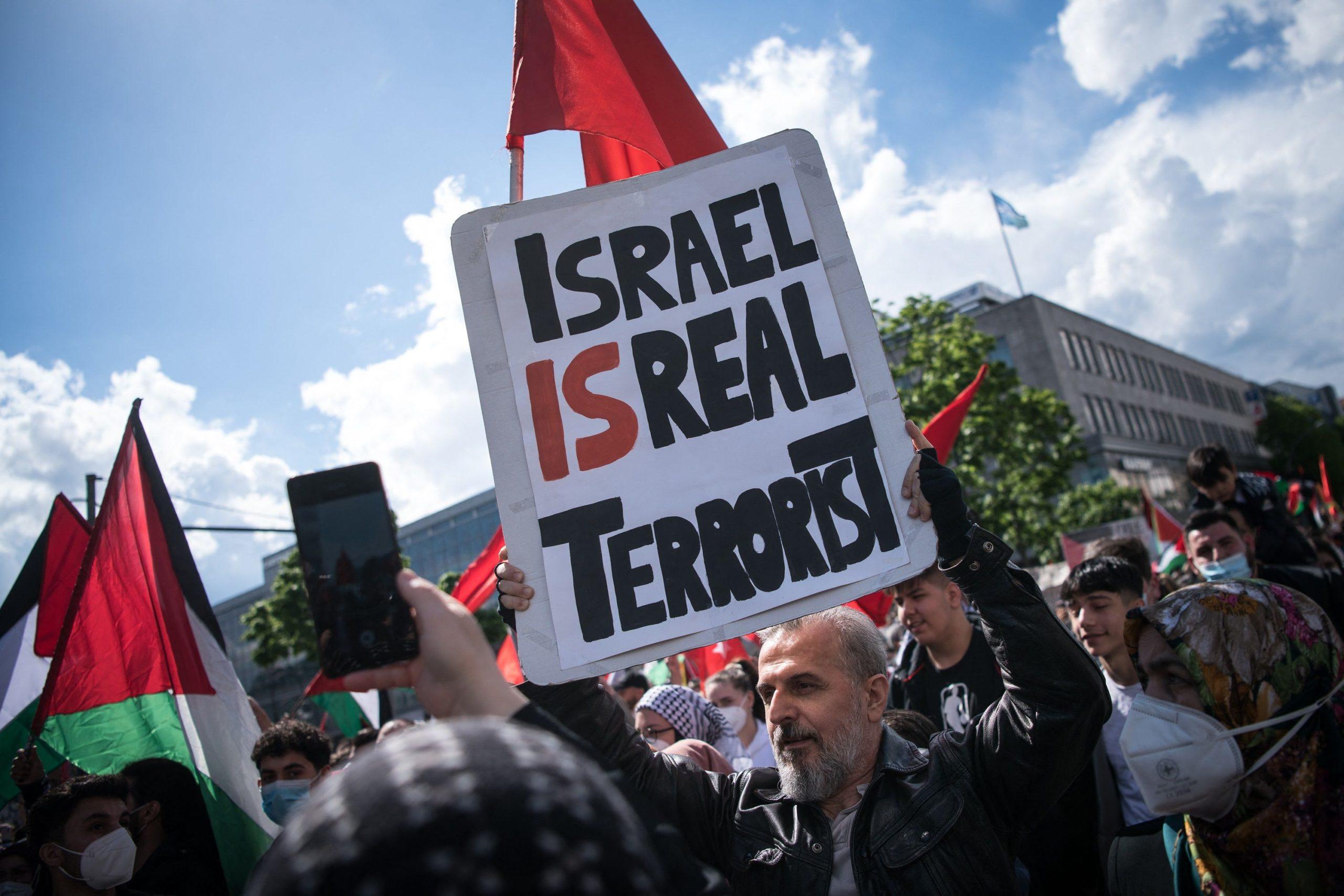 Manifestation en soutien aux Palestiniens le 15 mai 2021 sur la Hermannplatz à Berlin
