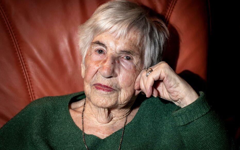 Avec le décès d'Esther Bejarano, c'est une voix très populaire contre l'antisémitisme qui s'est éteinte.  Axel Heimken / dpa / AFP