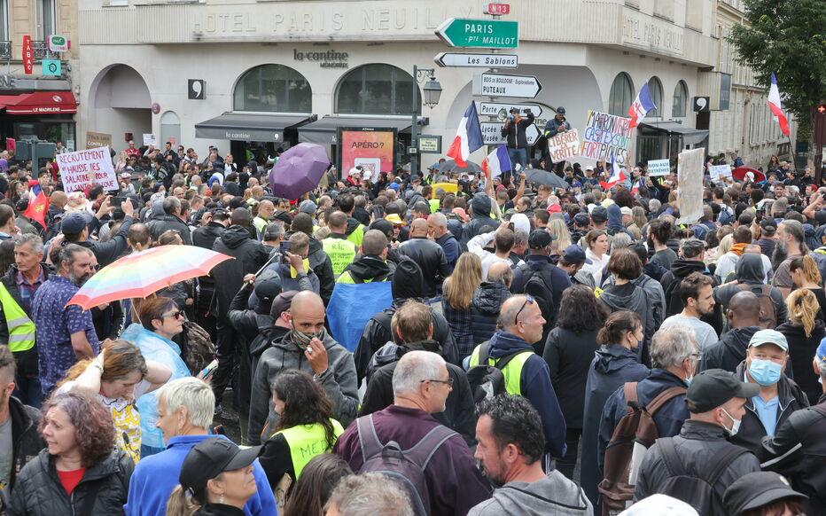 Des pancartes antisémites avaient été brandies dans un des cortèges parisiens mobilisés contre le pass sanitaire, samedi dernier. (Illustration) LP/Philippe Lavieille