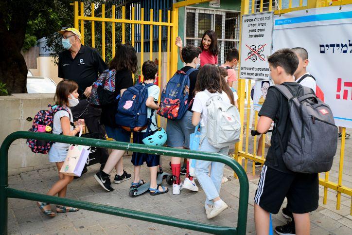 De jeunes élèves israéliens lors de rentrée la rentrée des classes, à l'école Gabrieli, à Tel-Aviv.  1 septembre 2021.