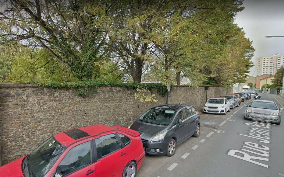 Villejuif, rue Jean-Baptiste Baudin. Cédric B. avait une arme à feu à ses pieds quand il a été contrôlé par un équipage de la brigade anticriminalité de nuit. GoogleStreetView