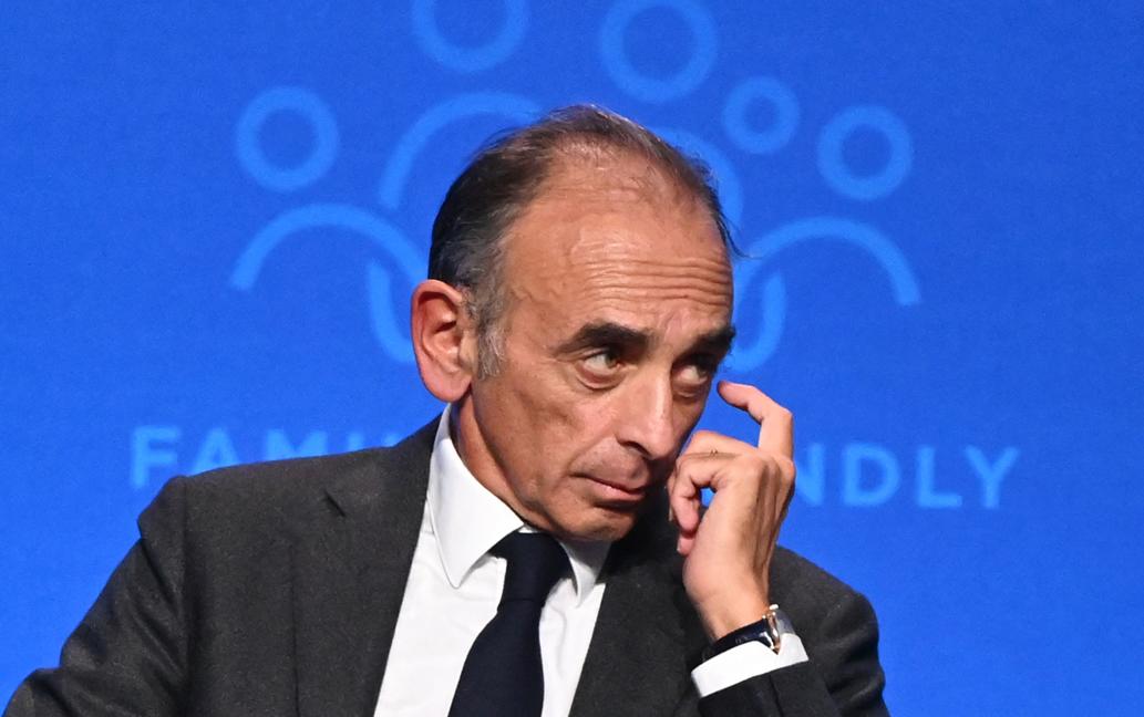 L'essayiste français Eric Zemmour assiste à la table ronde « Publicité et famille » lors du quatrième sommet démographique dans un centre culturel à Budapest le 24 septembre 2021.